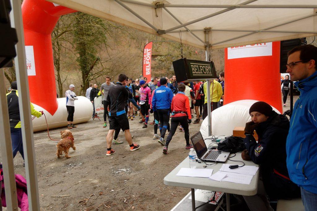 """14° édition de la Ronde du Salbert, sur les communes de Belfort, Cravanche, Essert, Châlonvillars, Évette-Salbert et Valdoie. Site du départ et de l'arrivée se situant sur le parking du parcours sportif, sur la commune de Belfort. Les parcours : * """"Course des As"""" : course de 16 km avec un D+ de 550m : départ à 9h30. * """"Canicross"""" : course de 10,6 km avec un D+ de 350m : départ à 9h45. * """"Petit Salbert"""" : course de 10,6 km avec un D+ de 350m : départ à 10h."""